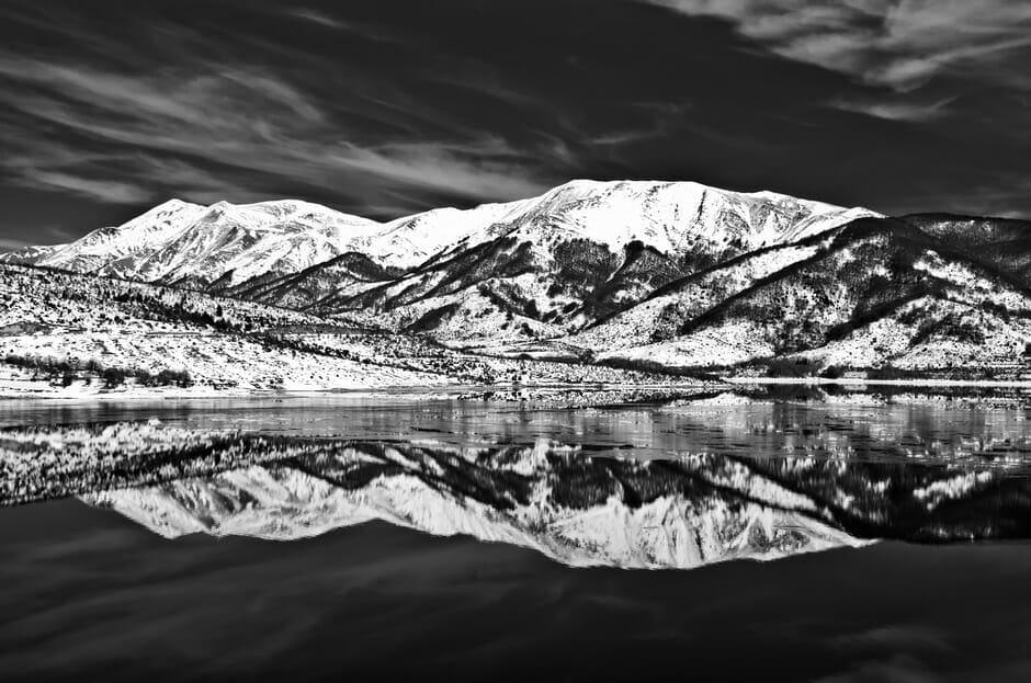 Lago di Campotosto in bianco e nero