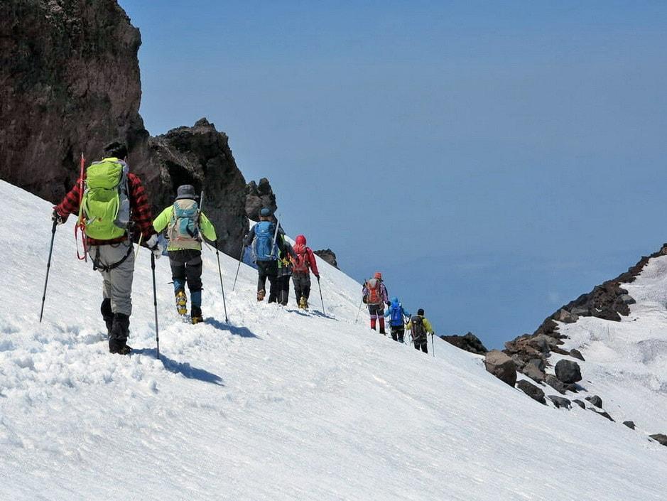 Aggirando il cratere del Fuji