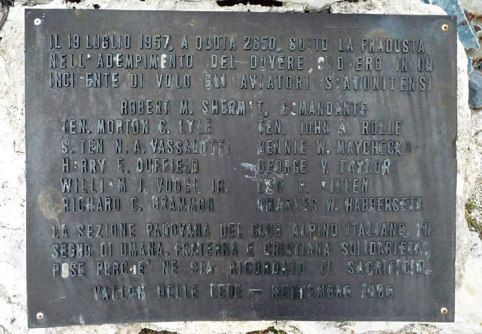 The old plaque commemorates the victims of the tragedy