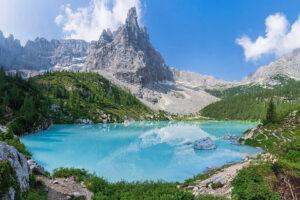 Il lago di Sorapiss e il Dito di Dio