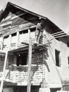 Costruzione del rifugio Popena