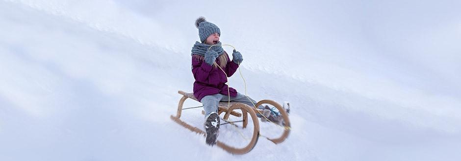 Cosa fare in montagna in inverno se non si scia: slittino