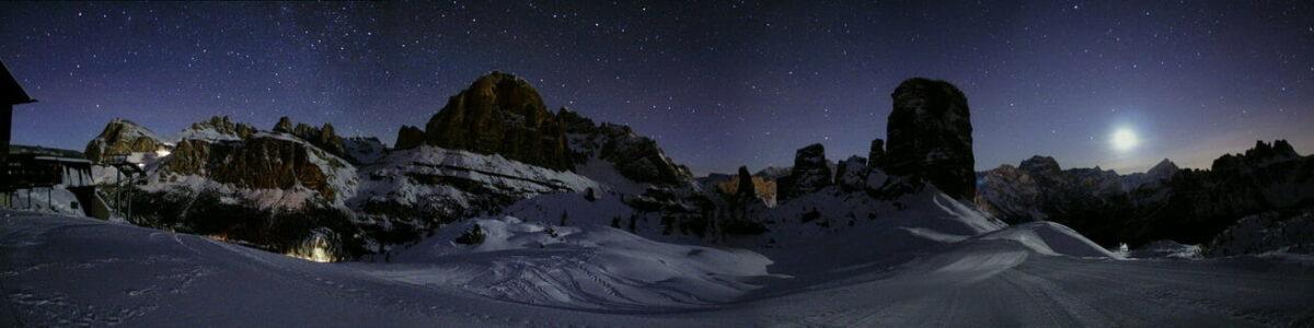 Panorama con luna, dalle Cinque Torri